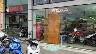 Hinchas agredieron a un policía y destrozaron comercios tras el partido en el 15 de Abril