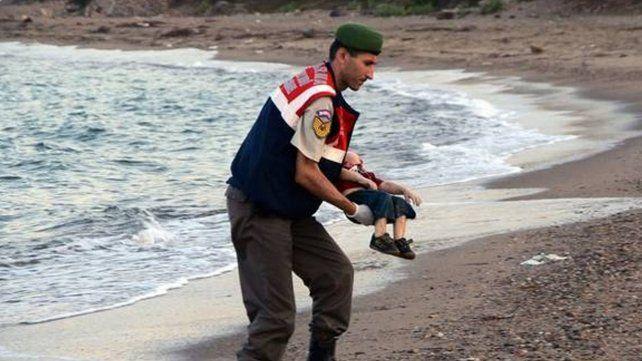 Con Europa cerrada, 500.000 niños refugiados cayeron en manos de traficantes