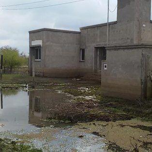 Afectadas. En la última crecida, las casas quedaron dañadas por el agua y no quieren volver a pasar por lo mismo.