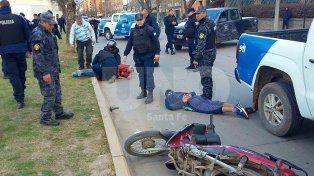 Robaron una estación de servicio, escaparon en moto y chocaron contra un árbol