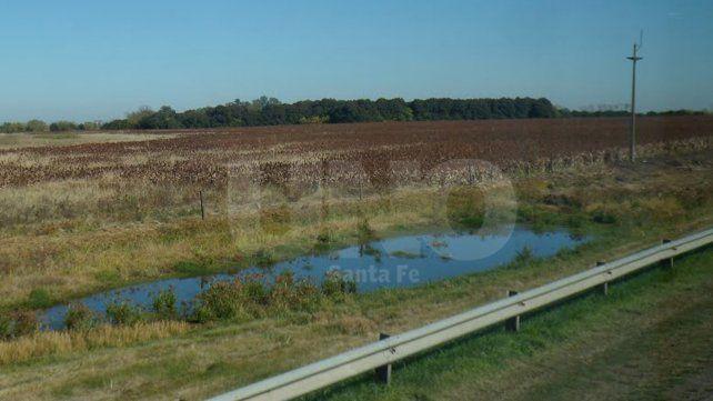 Críticas. Los senadores justicialistas aseguran que el decreto facilita la extranjerización de los lagos y lagunas.