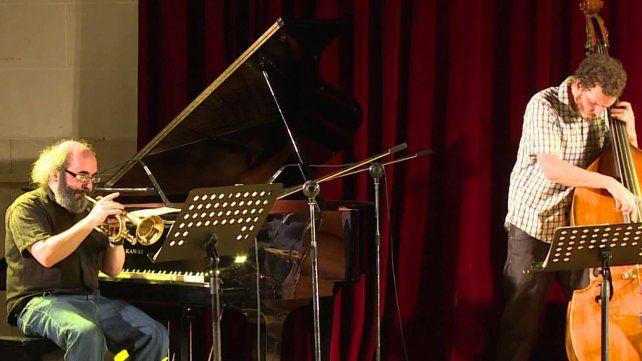 Enrique Norris trae los sonidos de su trompeta al Club Regatas