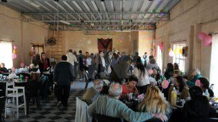 El gran salón. Principalmente se alquila para fiestas y ahí también se enseña a bailar a las socias del club.