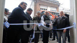 Corte de cinta. La inauguración de la nueva sede de UOM contó con la presencia de Caló.