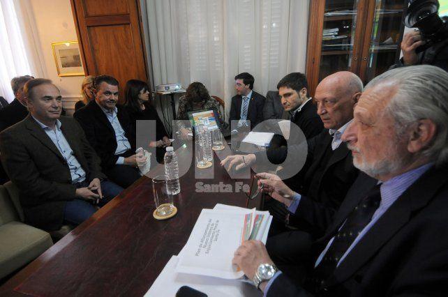 Debate. A la charla de más de tres horas asistió la mayoría de los diputados.