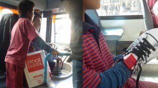 El gesto ejemplar de un chofer: le regaló un par de zapatillas a un nene