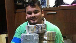 El Chino Maidana publicó una foto mostrando una montaña de dólares y luego se disculpó