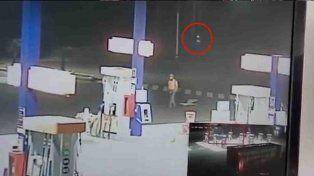 Un extraño ser luminoso aterrorizó a los empleados de una estación de servicios