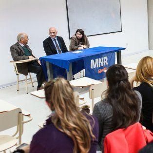 Auditorio lleno. El exgobernador, frente a numerosos alumnos de Ciencias Médicas de la Universidad Nacional del Litoral.