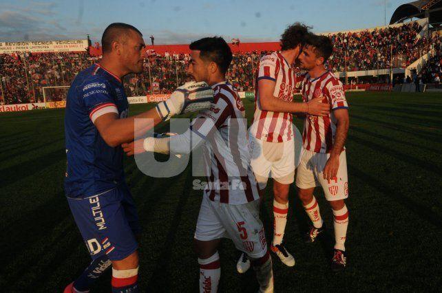 Unión y Aldosivi empataron sin goles en un partido sin emociones en el 15 de Abril
