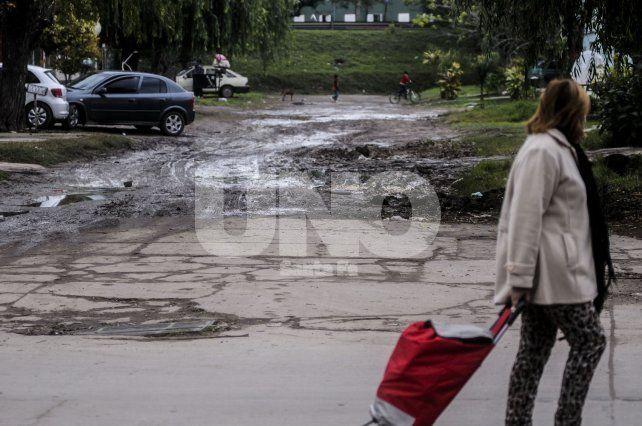 Una necesidad. Las calles del barrio están en mal estado y hoy es urgente la intervención en ellas.
