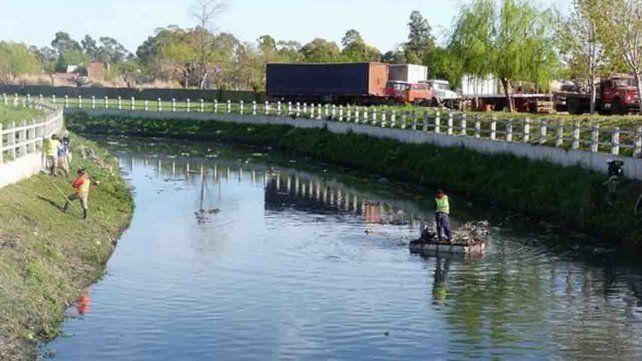 Hallaron ocho cuerpos cuando limpiaban dos arroyos en Quilmes