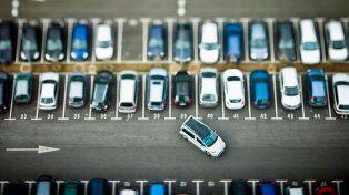 Quieren que los comercios con estacionamiento tengan un seguro por daños o robos