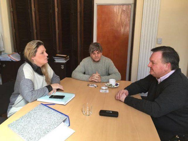 Detalles. Geese (izquierda) y Michlig (derecha) conversaron sobre los trabajos que se van a licitar para ese departamento.