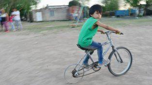 Tiene 6 años, su sueño era tener una bici y se la armó solito