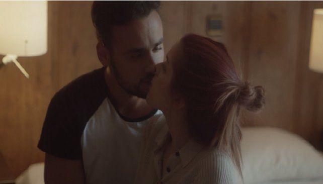 Lanzan el primer video clip porno de la historia del rock en español