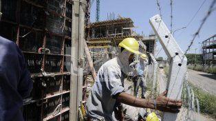 Según la Bolsa de Comercio, una de cada tres personas en edad de  trabajar, no lo hace ni busca empleo