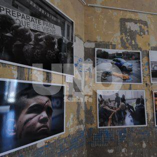 Mauricio Centurión. El fotógrafo del UNO participa con el retrato de Lautaro Herrera, el joven que denunció una golpiza policial.
