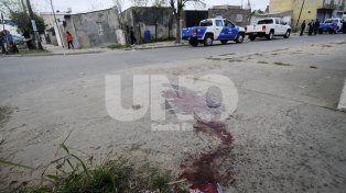 Con arma de fuego. El asesinato fue en la noche del 21 de septiembre. La víctima recibió un disparo en el rostro.