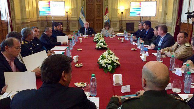 La ministra Bullrich y el gobernador Lifschitz están reunidos para definir el desembarco de Gendarmería