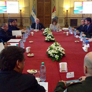 la ministra bullrich y el gobernador lifschitz estan reunidos para definir el desembarco de gendarmeria