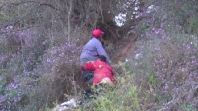 Dramático rescate a hombre que cayó por una barranca en San Lorenzo