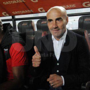El DT uruguayo vivió con mucha adrenalina la victoria de su equipo, que ya tiene siete puntos.