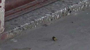 Encontraron cuatro casquillos de bala en la puerta del local del carnicero en Zárate