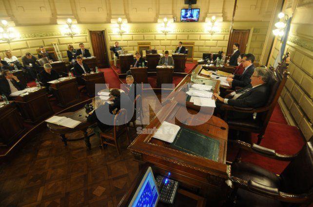 Media sanción a la Comisión de la Mujer