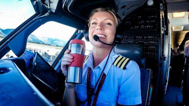 La sexy piloto de avión que arrasa en Instagram