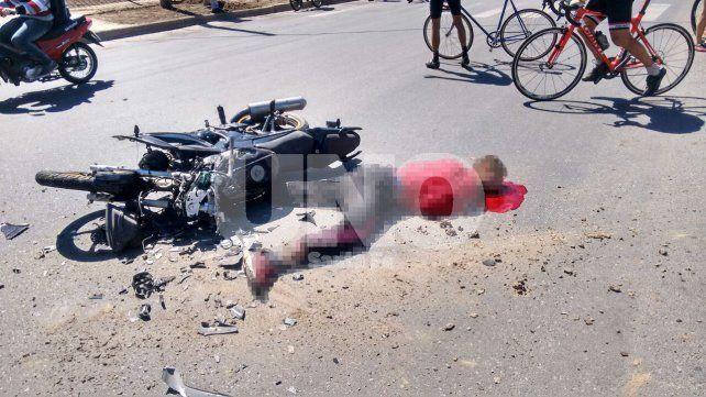 Un joven motociclista murió tras un choque en la costanera