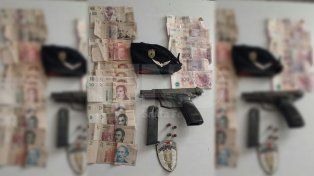 Dos detenidos tras una persecución y secuestro de armas de guerra