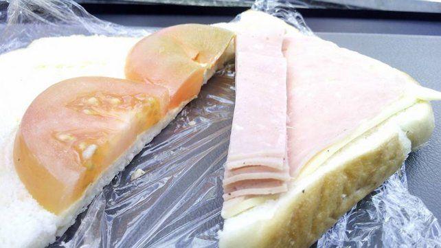 Indignación por la artimaña de un restaurante para hacer ver sus sándwiches mucho más llenos