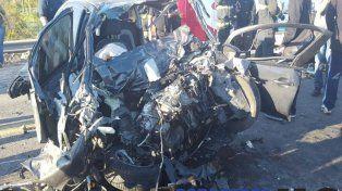 Impactante choque entre un auto y un colectivo con pasajeros en Ruta 70