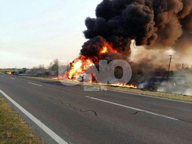 San Cristóbal: murió el conductor de un camión cisterna en un choque con un colectivo