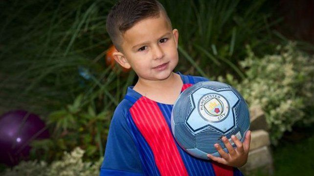 Tiene tres años, es fan de Messi y ya lo quiere un equipo inglés
