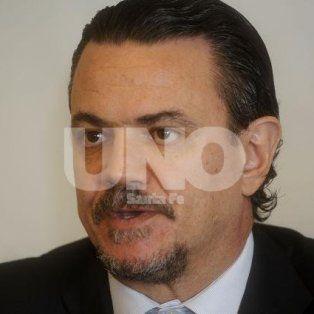 Defensa. El referente del socialismo mostró copias del informe del fiscal McCormack que destacó la actuación de los funcionarios Javier Echaniz y Martín Degrati.