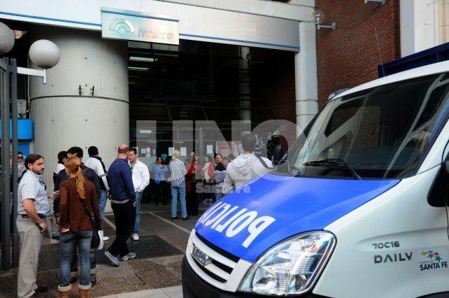 Perplejos. En la mañana del 9 de septiembre del 2012 los clientes se vieron angustiados por la noticia.