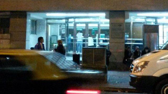 La víctima fue trasladada al hospital San Carlos y luego