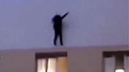 Se subió a un edificio para sacarse una selfie y cayó al vacío