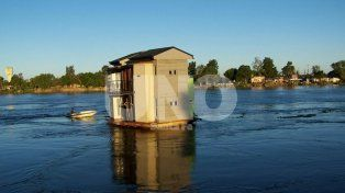 Casa flotante: su creador la vende y piensa en construir bungalows