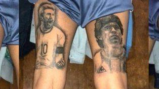 el argentino que lleva tatuados a messi y maradona en sus piernas