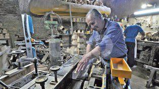 juguetes, recuperar la historia de la mano de los materiales nobles