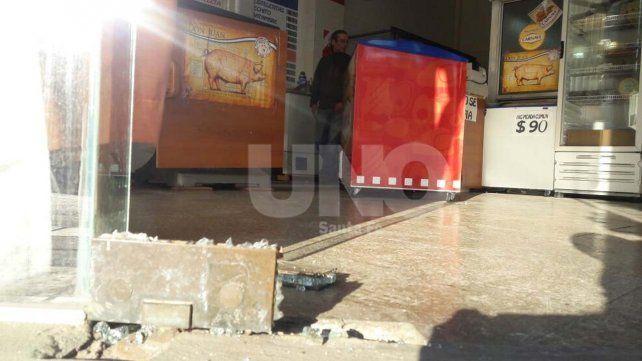 Rompieron una vidriera y robaron una carnicería a la vuelta del ministerio de Seguridad