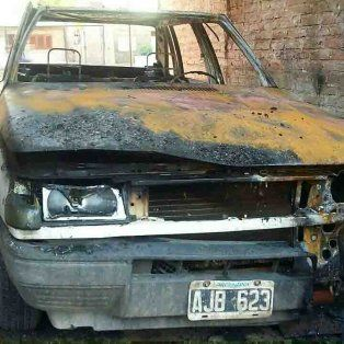 Un hombre con parte de su cuerpo quemado y un nene de 8 años detenido tras el incendio de un auto