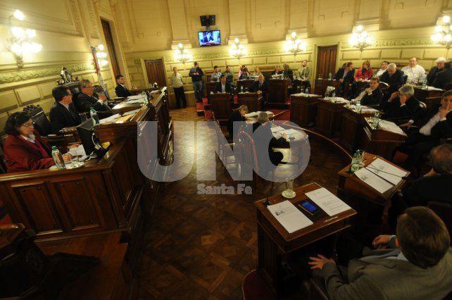 Sanción. La Legislatura aprobó al Ejecutivo a endeudarse por 500 millones de dólares a fines de junio. Se espera el aval nacional.
