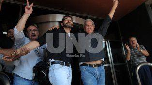 Conmovidos. Este miércoles, después de la sentencia, José junto a su padre, Rubén Maulín