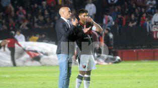 Montero le da indicaciones a Poblete