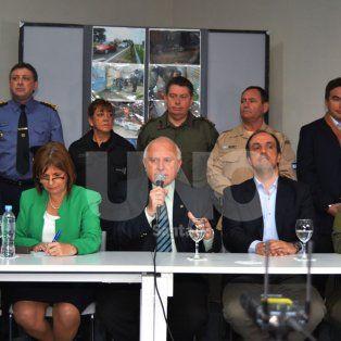 Eugenio Burzaco, Patricia Bullrich, Miguel Lifschitz, José Corral, Claudio Miguel Brilloni, durante la conferencia de prensa por la llegada de las fuerzas federales a la provincia.