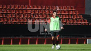Emanuel Olivera jugó como líbero ayer en la práctica cuando Montero paró una línea de tres defensores.